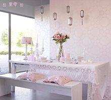 ピンクと白のダイニングの画像(プリ画像)