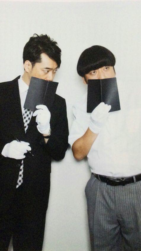 黒い手帳とスーツのバナナマンの壁紙