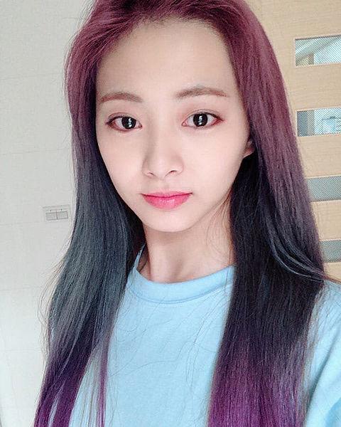 Twice Instagram 加工で髪色染めたツウィちゃんの画像 プリ画像