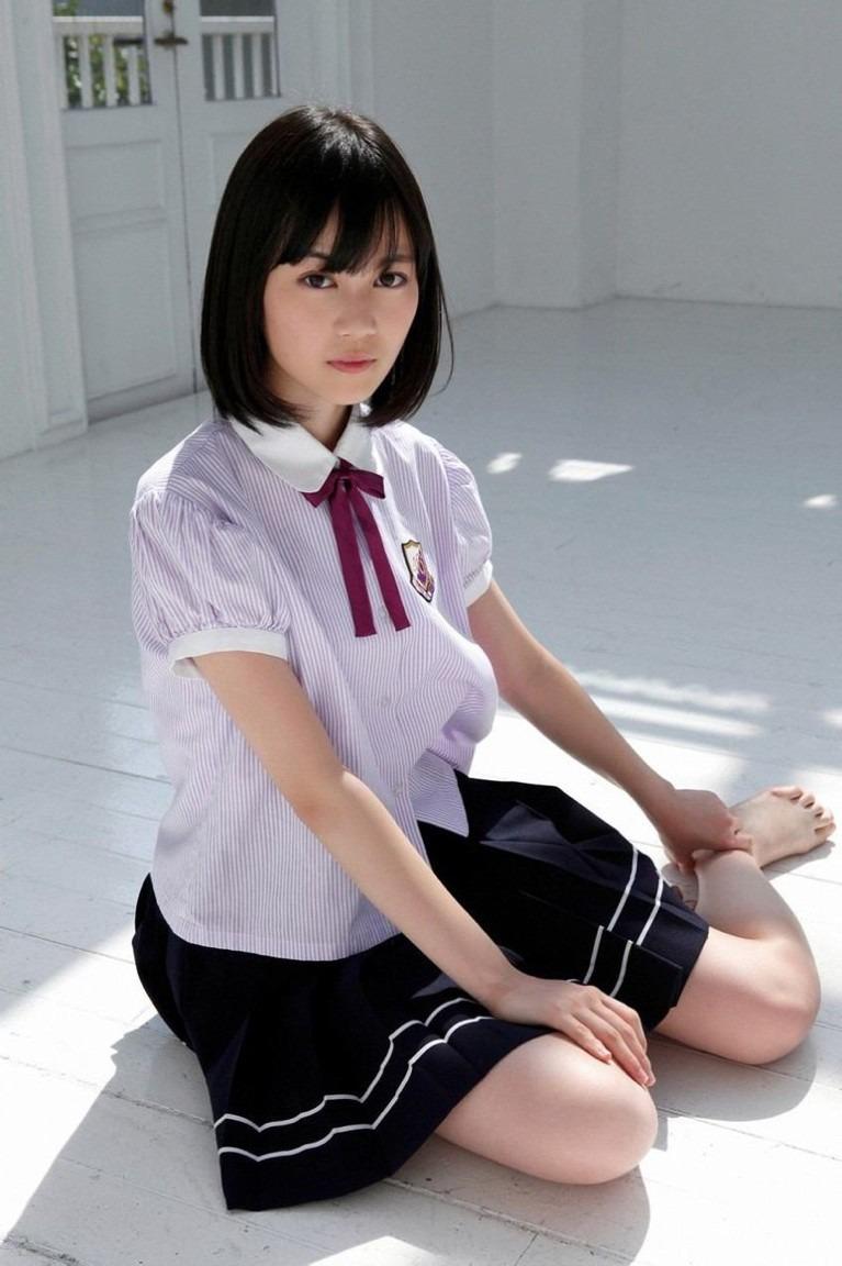 クールな制服のかわいい生田絵梨花