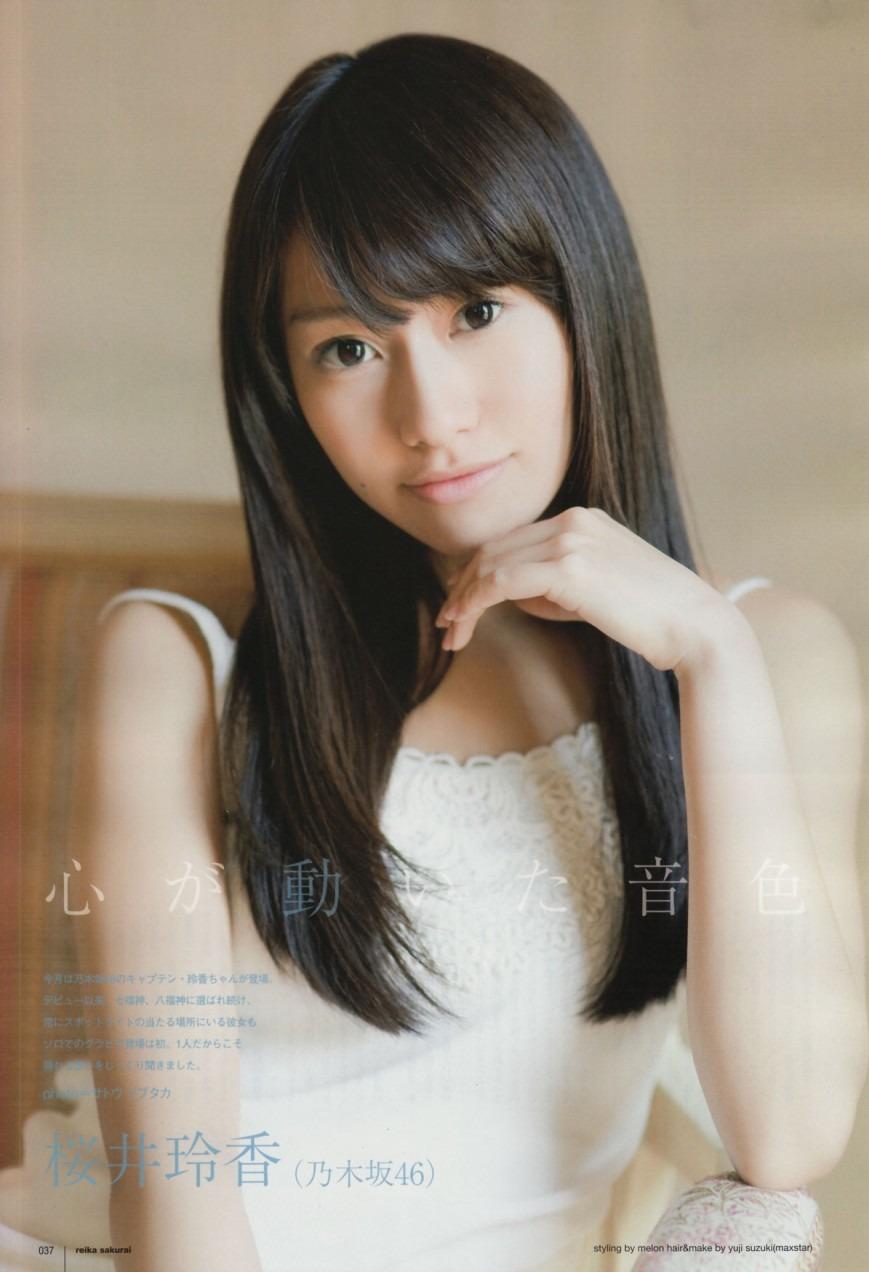 さわやかな笑みを浮かべる桜井玲香