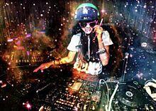 DJの画像(ターンテーブルに関連した画像)