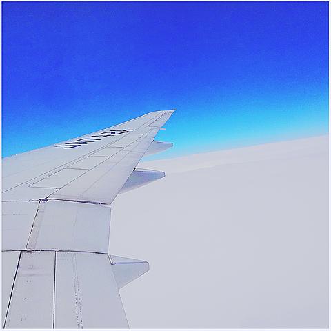 飛行機の中の画像(プリ画像)