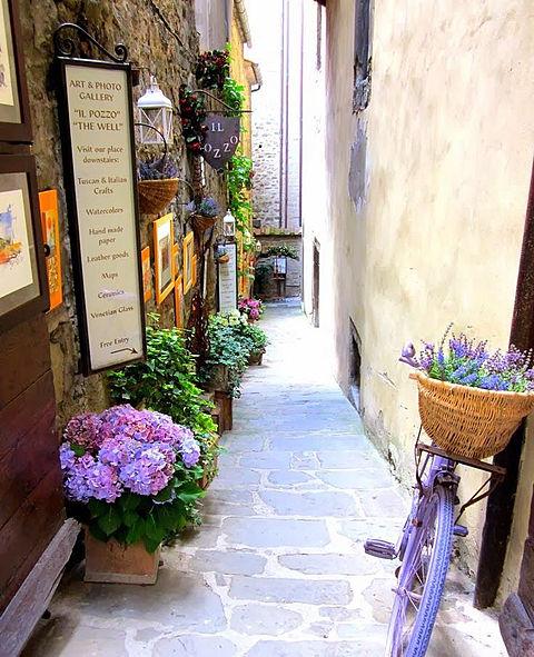 狭い路地と中世の異空間