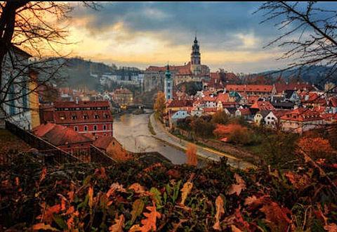 歴史ある美しい湖畔の町の画像 プリ画像