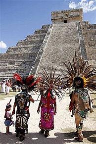 カリブの海と海底博物館緑に囲まれた洞窟、マヤ文明の遺跡の画像(プリ画像)