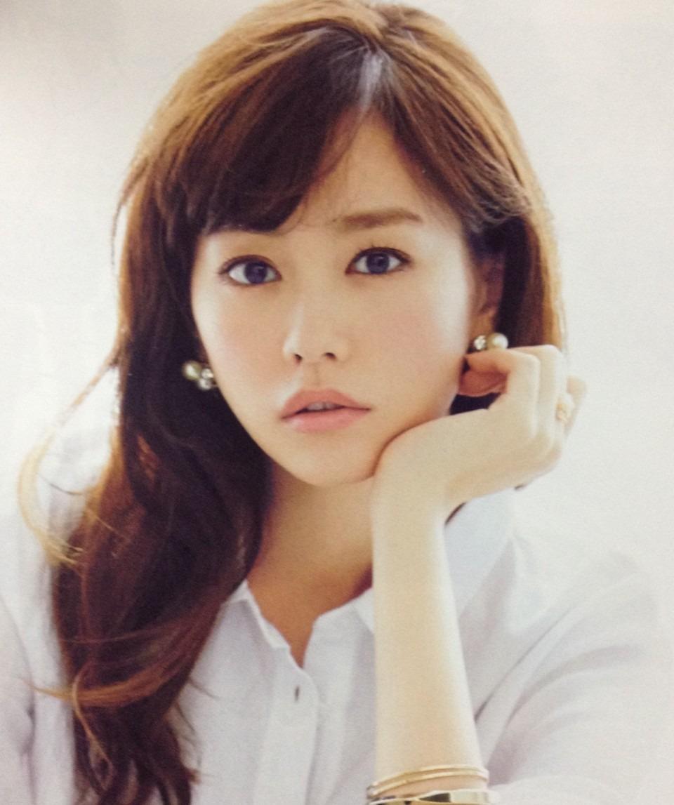 少し困り顔の桐谷美玲