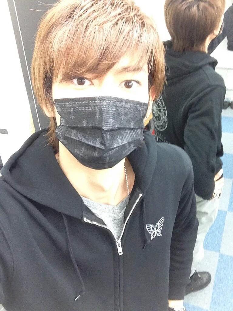 黒いマスクの鮎川太陽がかっこいい