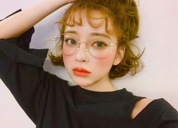 メガネをかけている表情の素敵なカン・テリ高画質画像です。