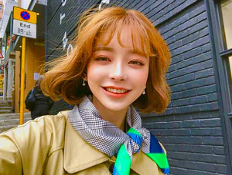 韓国での撮影している笑顔のカン・テリ高画質画像です。