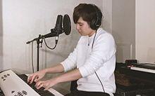 「ドライフラワー」ピアノ弾き語りするイノイタルさんの画像(シンガー・ソングライターに関連した画像)