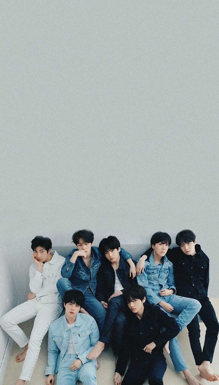 BTSメンバー同士で肩を組んでいる高画質画像