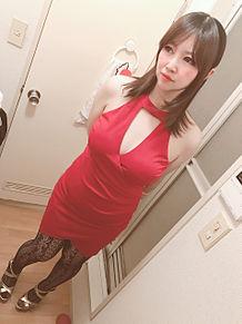 愛菜友華 赤いドレス