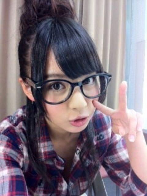 山田菜々 おだんご眼鏡