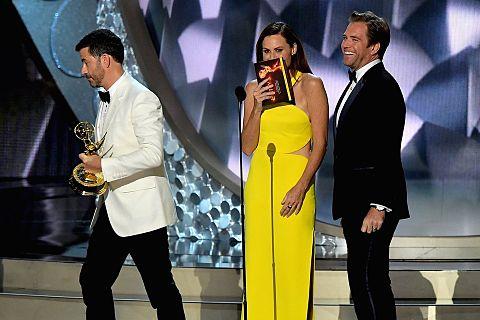 Emmys2016 Jimmy Kimmel Minnie Driver Michael Weatherlyの画像 プリ画像