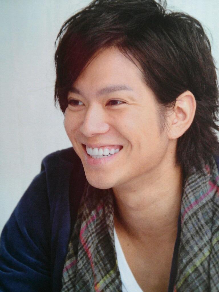 笑顔が素敵な加藤シゲアキ。