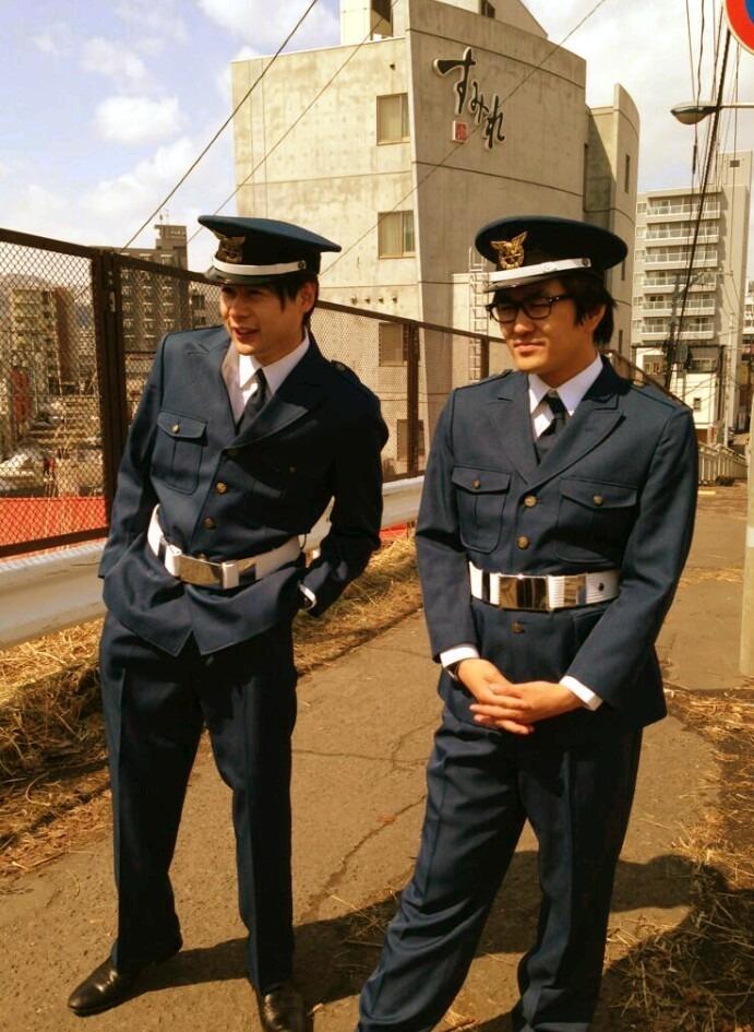 警察官の制服の平成ノブシコブシの壁紙