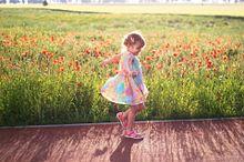 外国人 女の子 子ども かわいい 素材 拾い画 背景の画像(プリ画像)