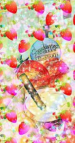 ストロベリーズー&クリーム ひんやり飲み物 加工済みの画像(プリ画像)