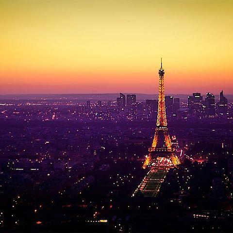 夕焼けも素敵なエッフェル塔