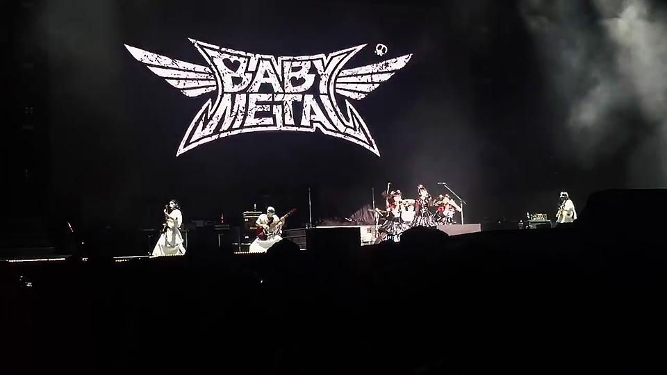 カッコイイ!babymetalライブ画像です。