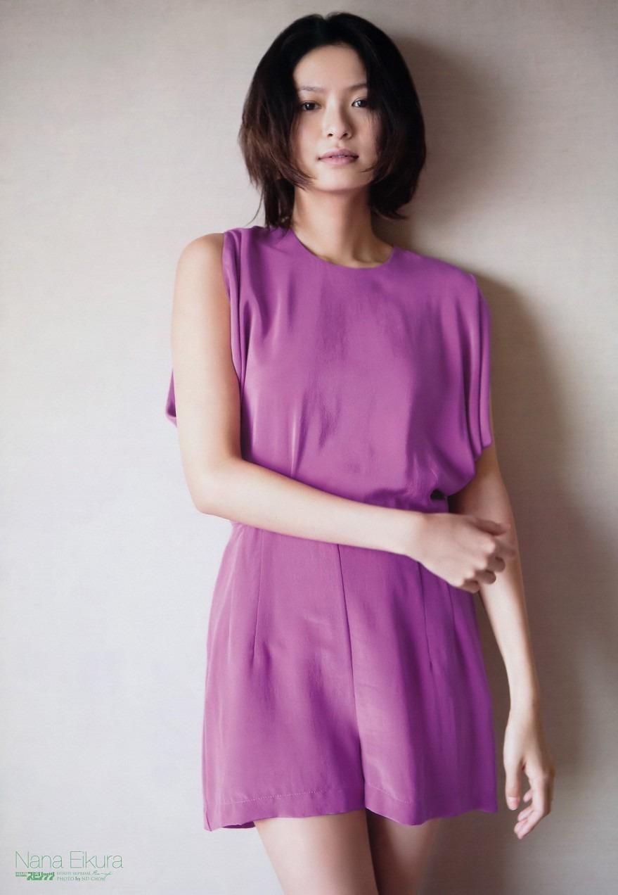 紫のワンピースを
