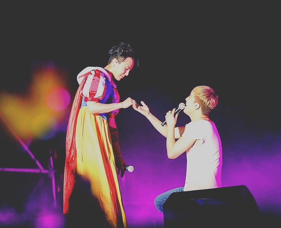 白雪姫のジヨンと王子様のスンリ高画質画像です。