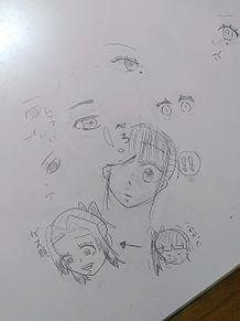 勉強中机に書いた落書きの画像(勉強に関連した画像)