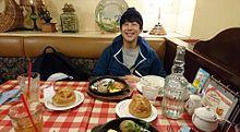 オムレツ&ハンバーグセットを食べる佐久間さんの画像(佐久間さんに関連した画像)
