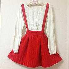 この服装にあうキャップの色の画像(赤スカートに関連した画像)