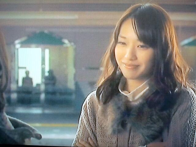 優しい笑顔を浮かべる戸田恵梨香