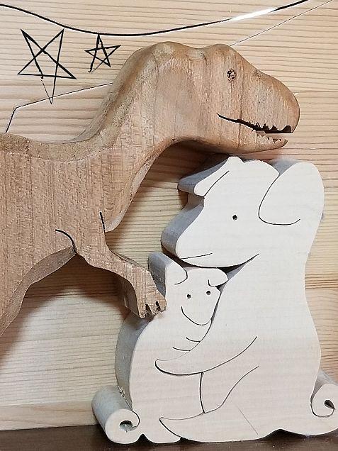 🌲木の恐竜🦖と犬🐶の画像(プリ画像)