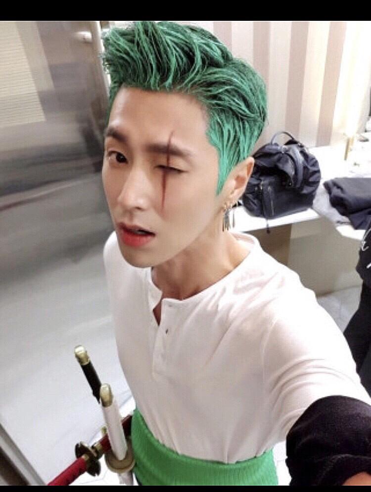 緑色の髪の毛のチャンミン高画質画像です。
