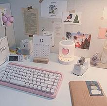 韓国女子の机の上の画像(勉強机に関連した画像)