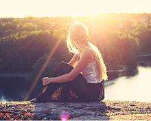 夕陽と湖と女の子の画像(プリ画像)
