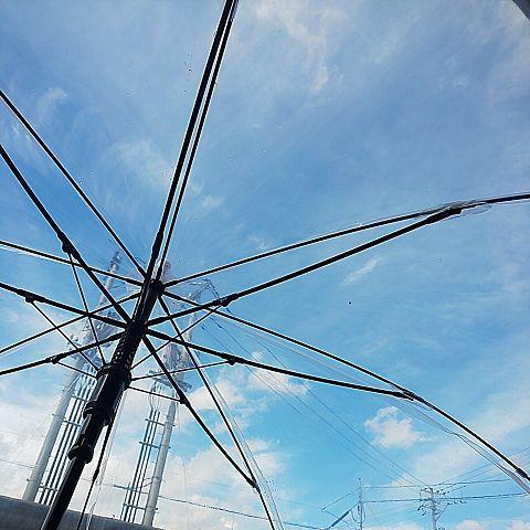 傘越しの空の画像(プリ画像)