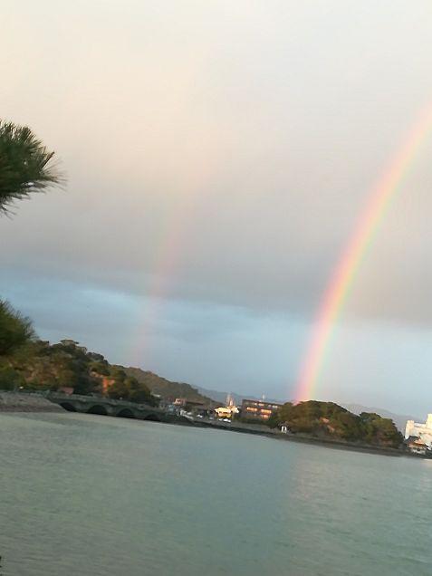 友達と出かけた時に通った海で2重の虹があったw加工じゃないよの画像(プリ画像)