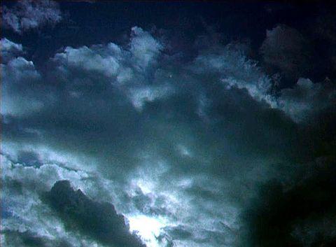 曇りのち晴れの画像(プリ画像)