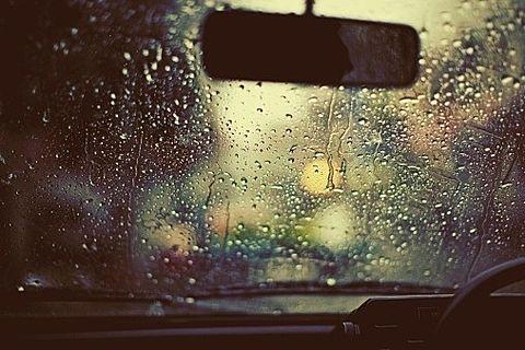 雨の日の車内の画像(プリ画像)