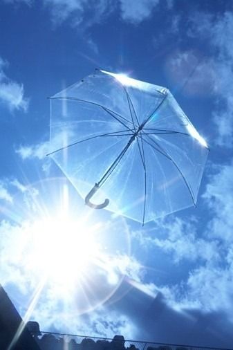 空飛ぶ傘の画像 プリ画像