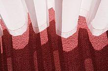 カーテンの影の画像(/素材/トップ画に関連した画像)
