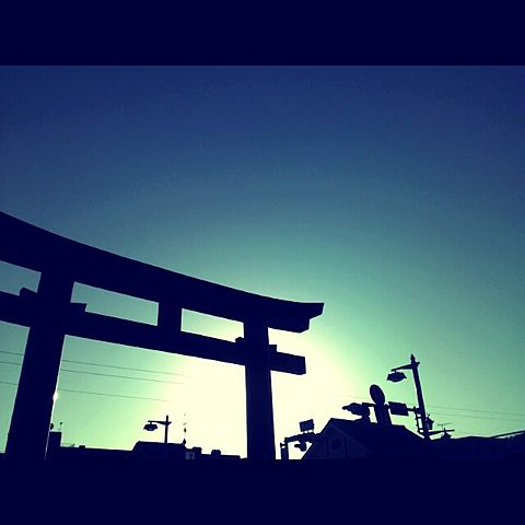 鳥居 神社 八幡宮 空 素材 原画 風景 待ち受けの画像 プリ画像