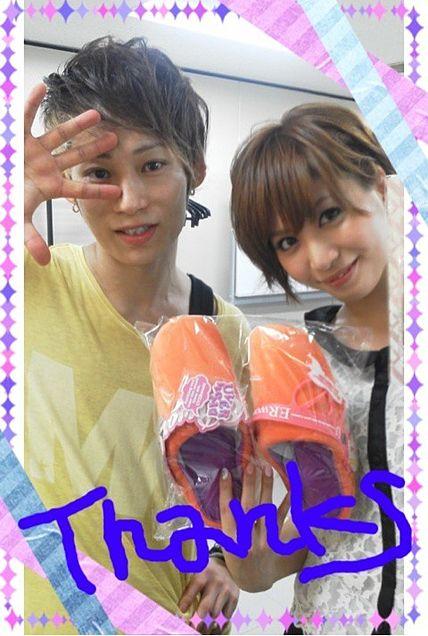 大島麻衣とTAKUYA∞の2ショット写真