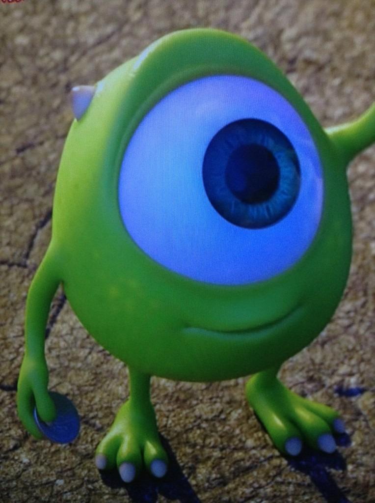 目が大きいマイク壁紙