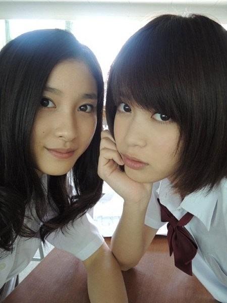学生姿の坂田梨香子