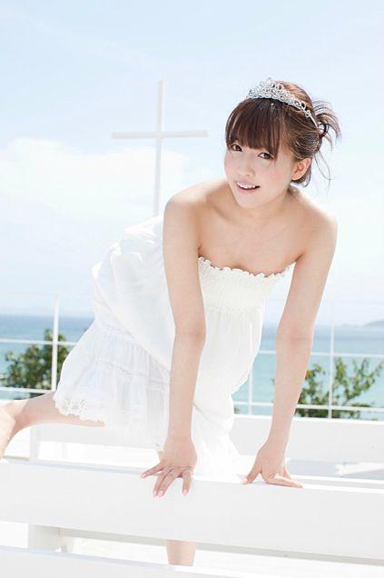 ドレスを着た鬼頭桃菜ちゃん。