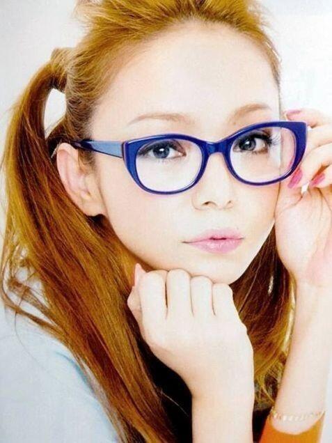 メガネの安室奈美恵