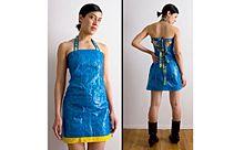 イケアのビニールバッグをアップサイクル!セクシーなドレスが話題にの画像(アップサイクルに関連した画像)