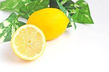 異彩を放つフルーツモチーフ。レモン柄ネイルでボタニカルな彩りを♪の画像(フルーツモチーフに関連した画像)