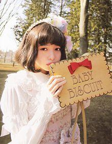 女の子の魅力が「 ぎゅ〜っ? 」ブローチネイルの人気GIRLYデザインまとめの画像(ブローチネイルに関連した画像)